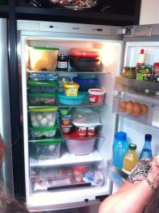 top comment ranger votre frigo et vos placards avec tupperware maman sant et. Black Bedroom Furniture Sets. Home Design Ideas
